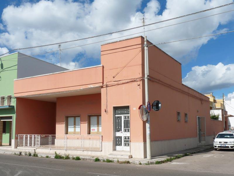 Grande abitazione indipendente con giardino garage for Ampio garage con abitazione